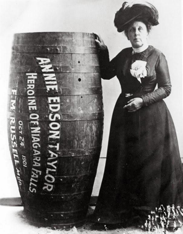 annie-edison-taylor-la-prima-persona-a-sopravvivere-alle-cascate-del-niagara-in-un-barile-1901