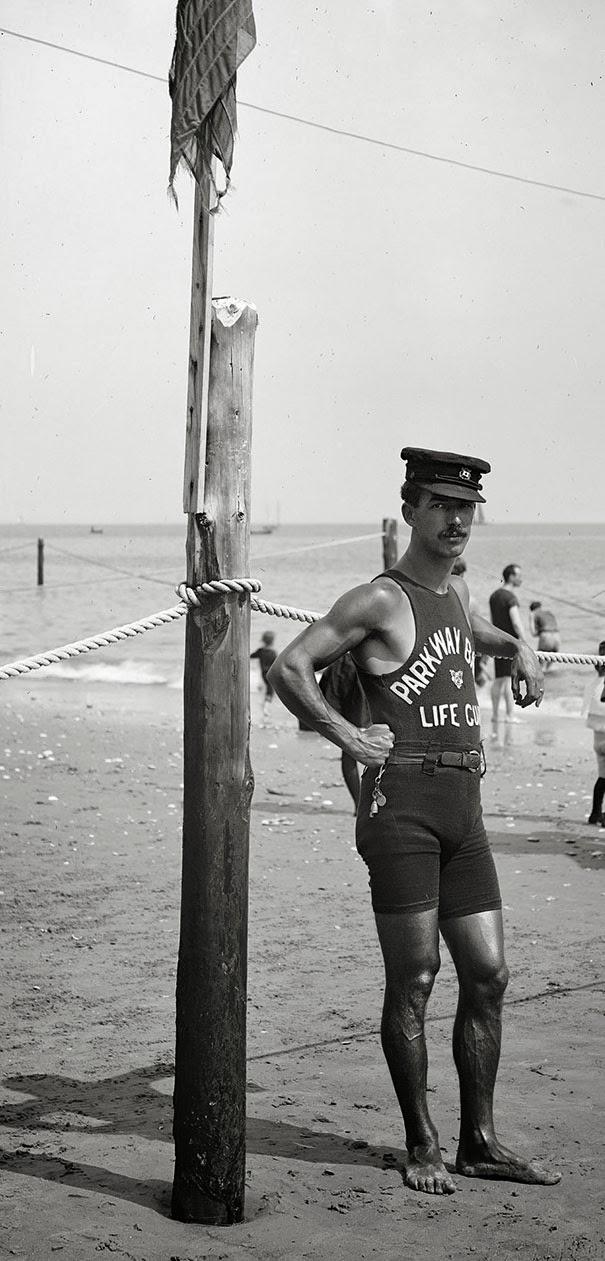 bagnino-sulla-costa-anni-20
