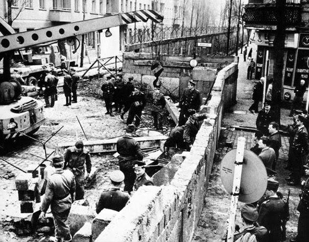 costruzione-del-muro-di-berlino-1961