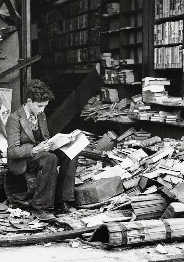 libreria-di-londra-rovinata-da-un-attacco-aereo-1940