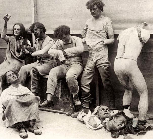 manichini-sciolti-e-danneggiati-dopo-un-incendio-al-museo-delle-cere-di-madam-tussaud-a-londra-1930