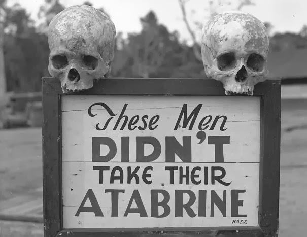 pubblicita-della-atabrine-farmaco-antimalaria-a-papua-nuova-guinea-durante-la-seconda-guerra-mondiale