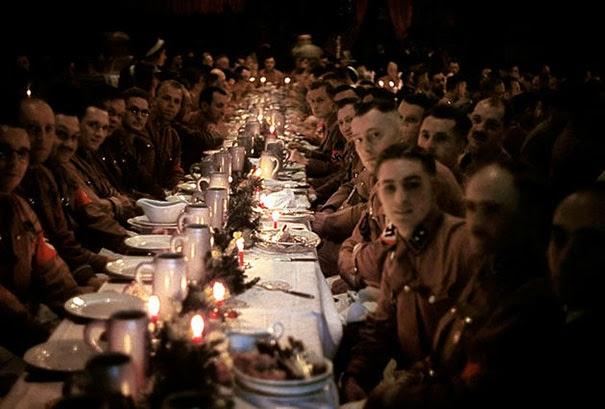 ufficiali-e-cadetti-di-hitler-festeggiano-il-natale-1941