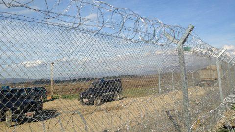 Rifugiati-il-muro-macedone
